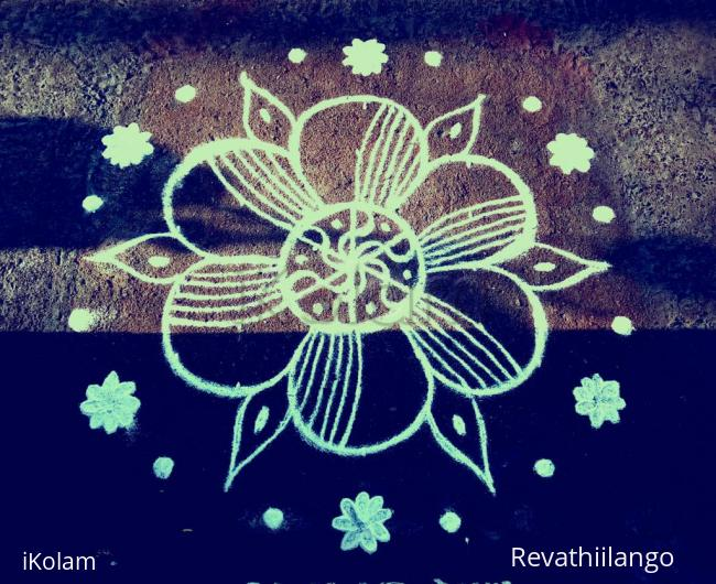 Rangoli: Rev's daily kolam a try.