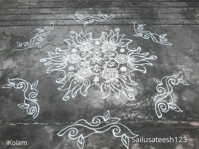 Rangoli: Lotus circle kolam