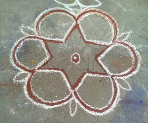 Rangoli: Free hand kavi kolam