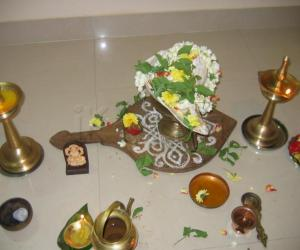 Rangoli: Shankupooja.