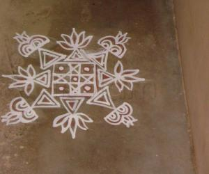 Rangoli: a simple maa kolam
