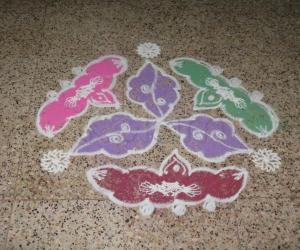Rangoli: Triflower