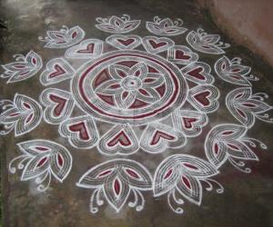 Rangoli: Kuzhal version of quilled kolam