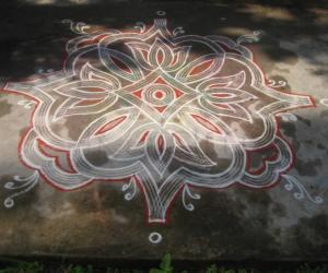 Rangoli: regular kuzhal kolam