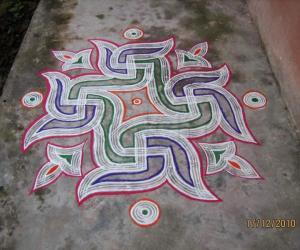 Rangoli: Margazhi Kuzhal Kolam