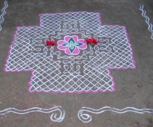 Rangoli: Sikku Kolam - 64 - Marhazhi Kolam