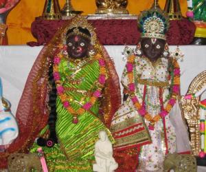 Rangoli: Marapachi Decoration and Deepa kolam for Navarathri