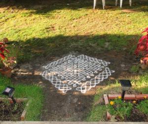 Rangoli: dotted sikku kolam
