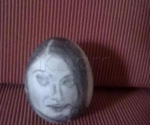 Rangoli: egg shell painting (guess 7)