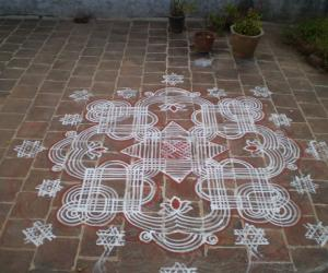 Rangoli: Decorative Maakolam