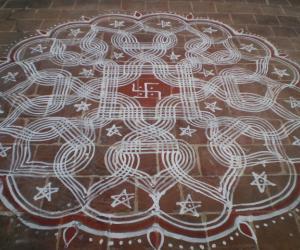 Rangoli: Spider web - maakolam