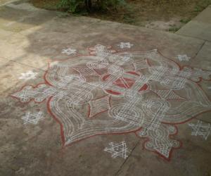 Rangoli: Podi kolam -lotus design