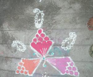 Rangoli: aanchaneya kolam