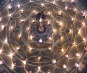 Rangoli: Deepavali kolam
