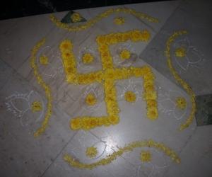 Chamanthi Swastik