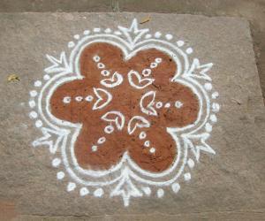 Rangoli: kavi n white
