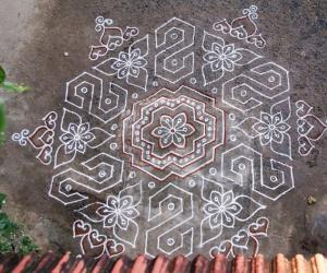 Rangoli: 'S' kolam