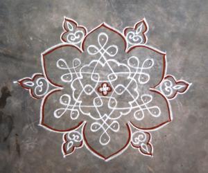 Rangoli: Dotted Flower sikku kolam