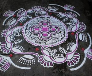 Rangoli: Navrathri day-8-Saraswathy puja special kolam