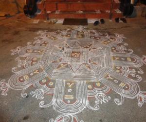 Thiruvathirai Kolam ( Looks like Sivalingham)