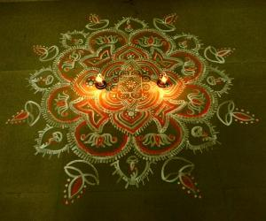 Rangoli: aadi velli maa kolam
