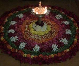 Rangoli: Nilavilaku & Poo Kolam