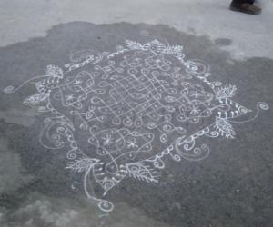 Rangoli: Navaratri kolam - 1