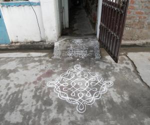 Rangoli: Daily chikku kolam.