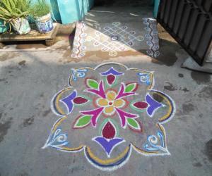 Rangoli: Kolam very simple.