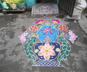 Rangoli:  Markazhi Kolam - Flower pot