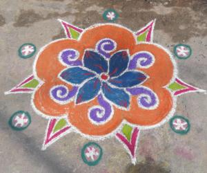 Rangoli: A simple colour kolam.