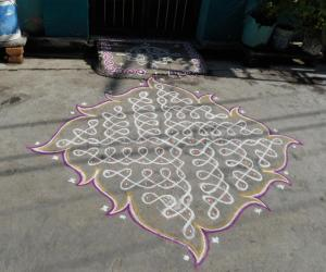 Rangoli: Chikku kolam. Swasthik kolam with leaf like out line.