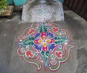 Flower with leaf kolam.