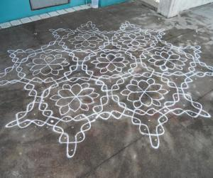 Rangoli: The same chikku kolam dot grid image.