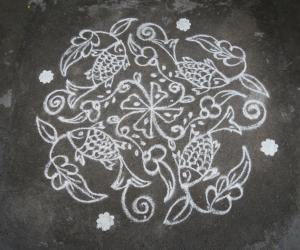 Rangoli: Small fish kolam.