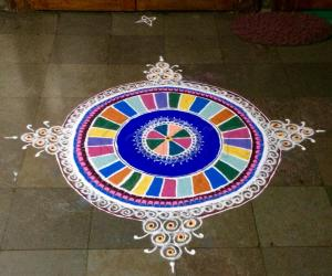 Rangoli: Saraswathi Pooja kolam