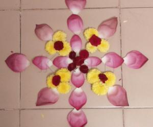 Rangoli: lotus petal kolam