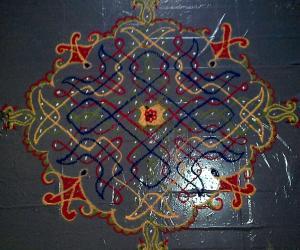 Rangoli: chikku kolam with 17-1 straight dots