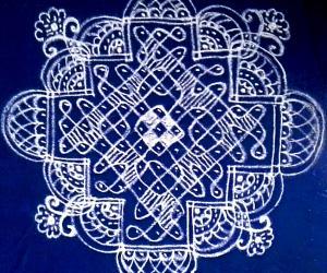 Rangoli: Chikku kolam 11×3; 7×2; 3×1 straight dots