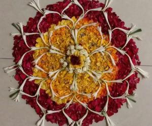 Rangoli: # 007 Poo Kolam/Flower Rangoli