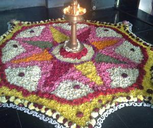Rangoli: Poo kolam in Nanganallur  Guruvayoorappan koil for Onam 1