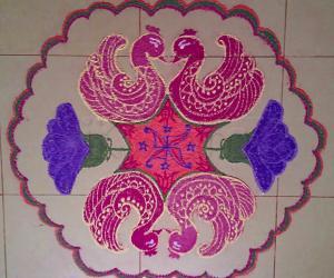 Margazhi Day 16 kolam - A Swan Rangoli with 15-8 interlaced dots. HAPPY NEW YEAR TO ALL