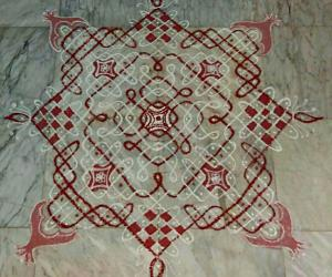 Margazhi Day 24 kolam - A chikku padi kolam with rice flour n red colour.  15-15 straight dots n 5,3,1 on all side in the centre