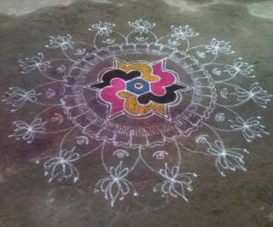 simple dotted rangoli with big borders