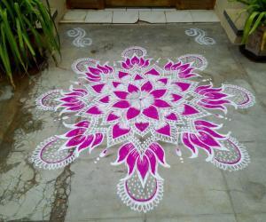 Rangoli: Navarathri day 8 Pink!