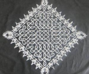 Rangoli: Chikku Kolam in Black and White