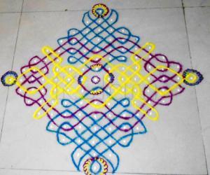 Rangoli: Tricolour chikku kolam
