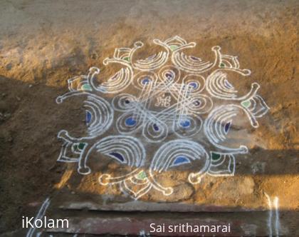 Rangoli: mirror kolam