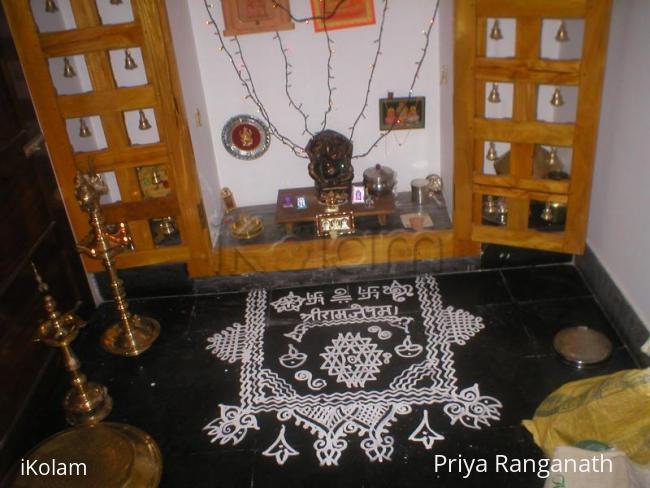 Rangoli: pooja roo kolam