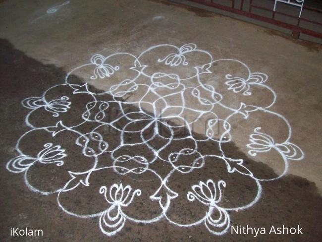 Rangoli: Free hand with chikku kolam